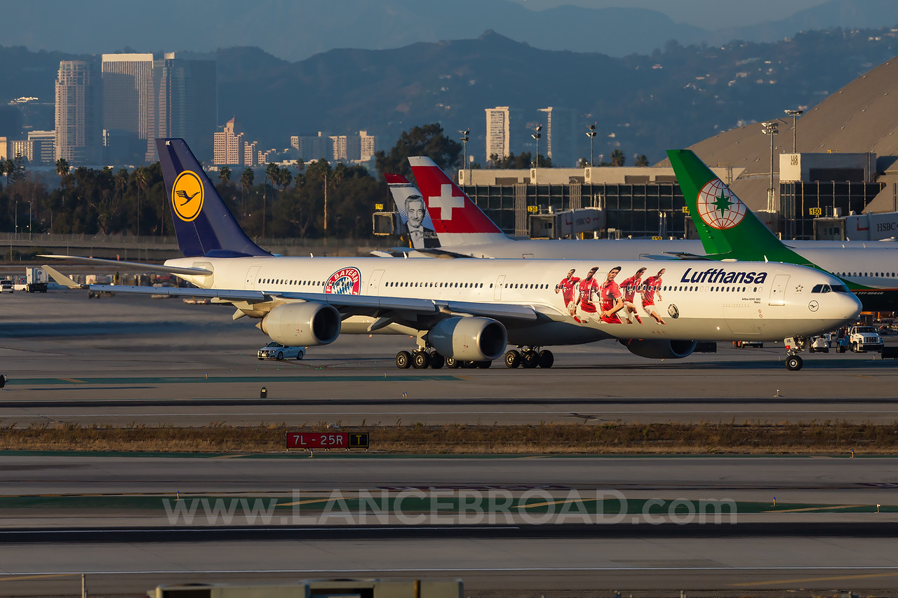 Lufthansa A340-600 - Los Angeles