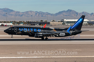 United Airlines 737-800 - N36272 - LAS