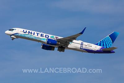 United 757-200 - N14106 - LAX