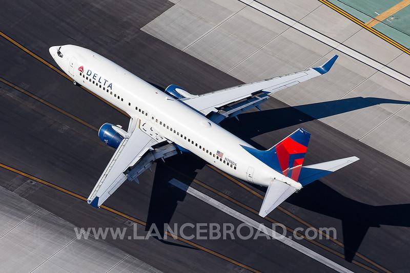 Delta 737-800 - N398DA - LAX