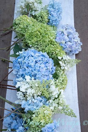 Hydrangeas arrangement on linen_2173
