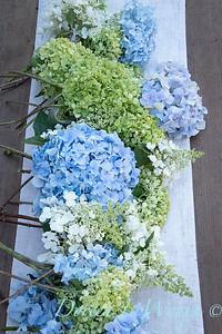 Hydrangeas arrangement on linen_2173