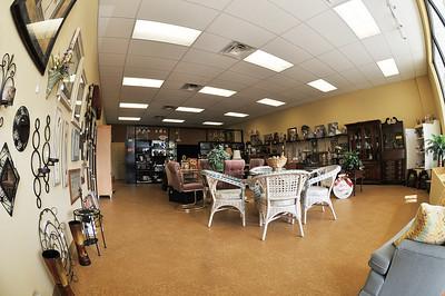 Consignment shop-953