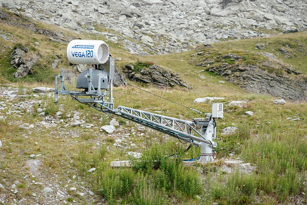 Artificial snow cannon in Verbier
