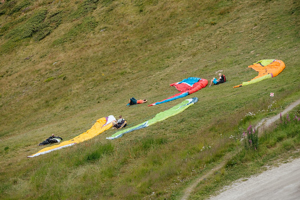 Paragliders in Les Ruinettes Verbier