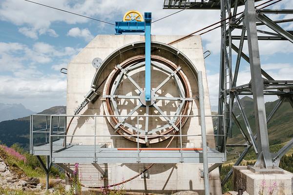 Cable car pylon detail in Verbier