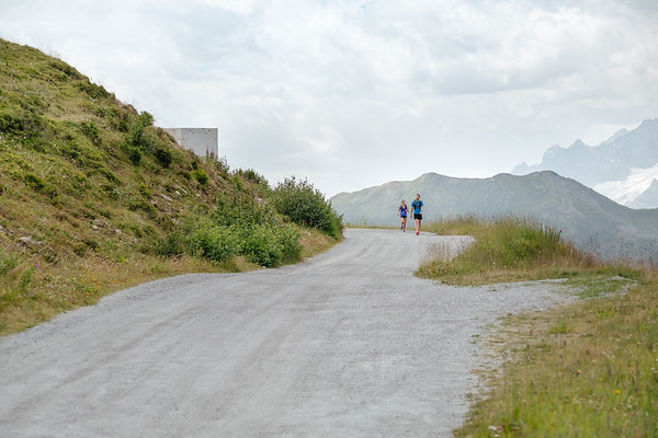 Two people running in Verbier