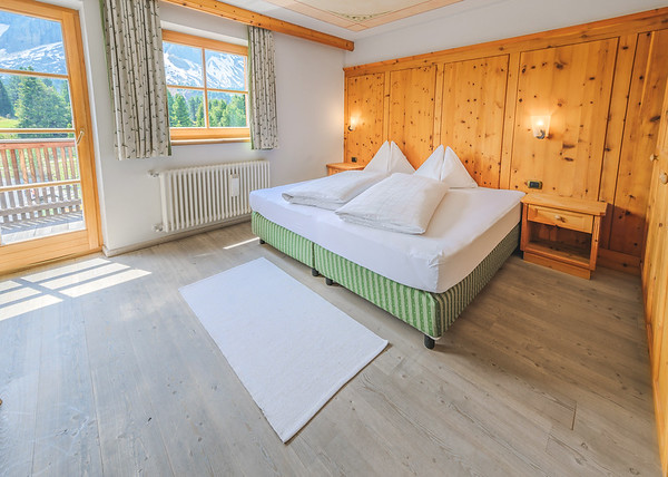 Ütia de Börz - wide angle capture of one of the rooms  // Interiors photography