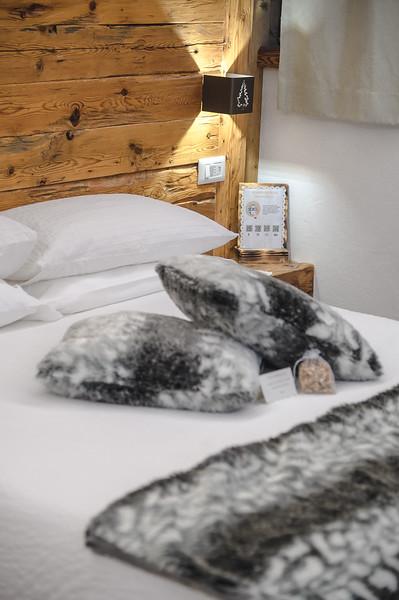 Borgo Antico Sappada - bedroom detail  // Interiors photography