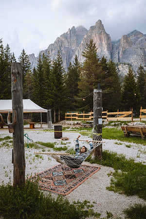 Camping Sass Dlacia - girl relaxing in the outdoor lounge bar  // Outdoor, lifestyle photography