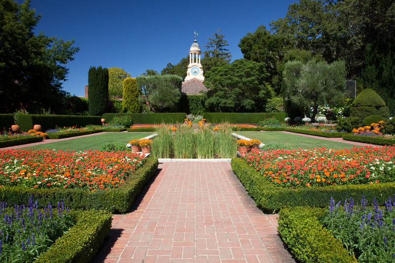 Located 30 miles south of San Francisco in Woodside, Filoli is an historic site of the National Trust for Historic Preservation and one of the finest remaining country estates of the early 20th century.
