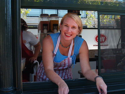 2006-08-16 - CP - Pastry vendor