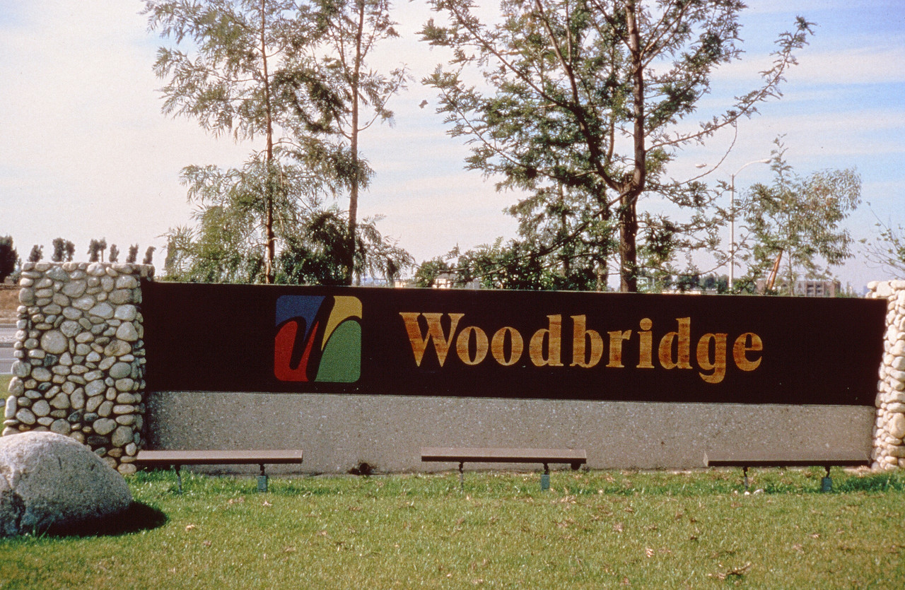 1978-XX-XX - TIC - Woodbridge - Entry Monument