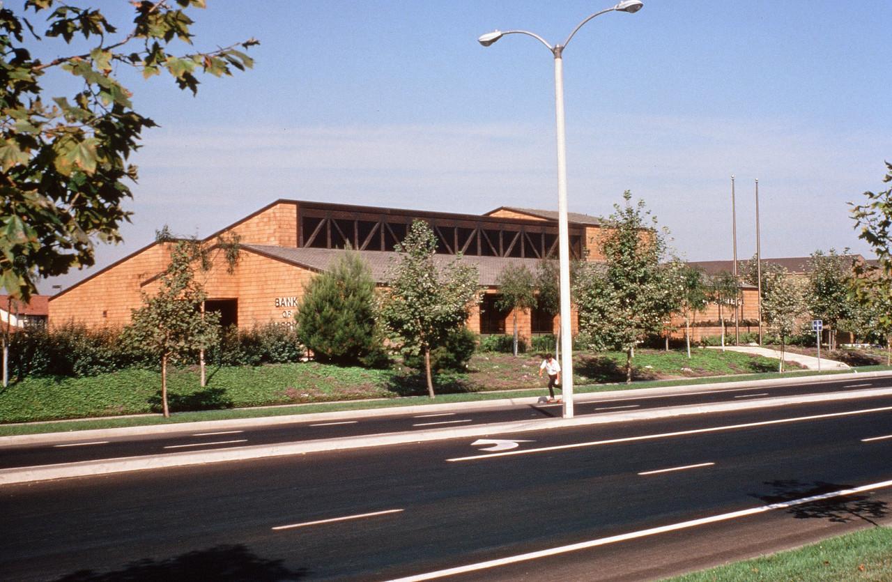 1980-XX-XX - TIC - Woodbridge - Commericial builing on the Activity Corridor