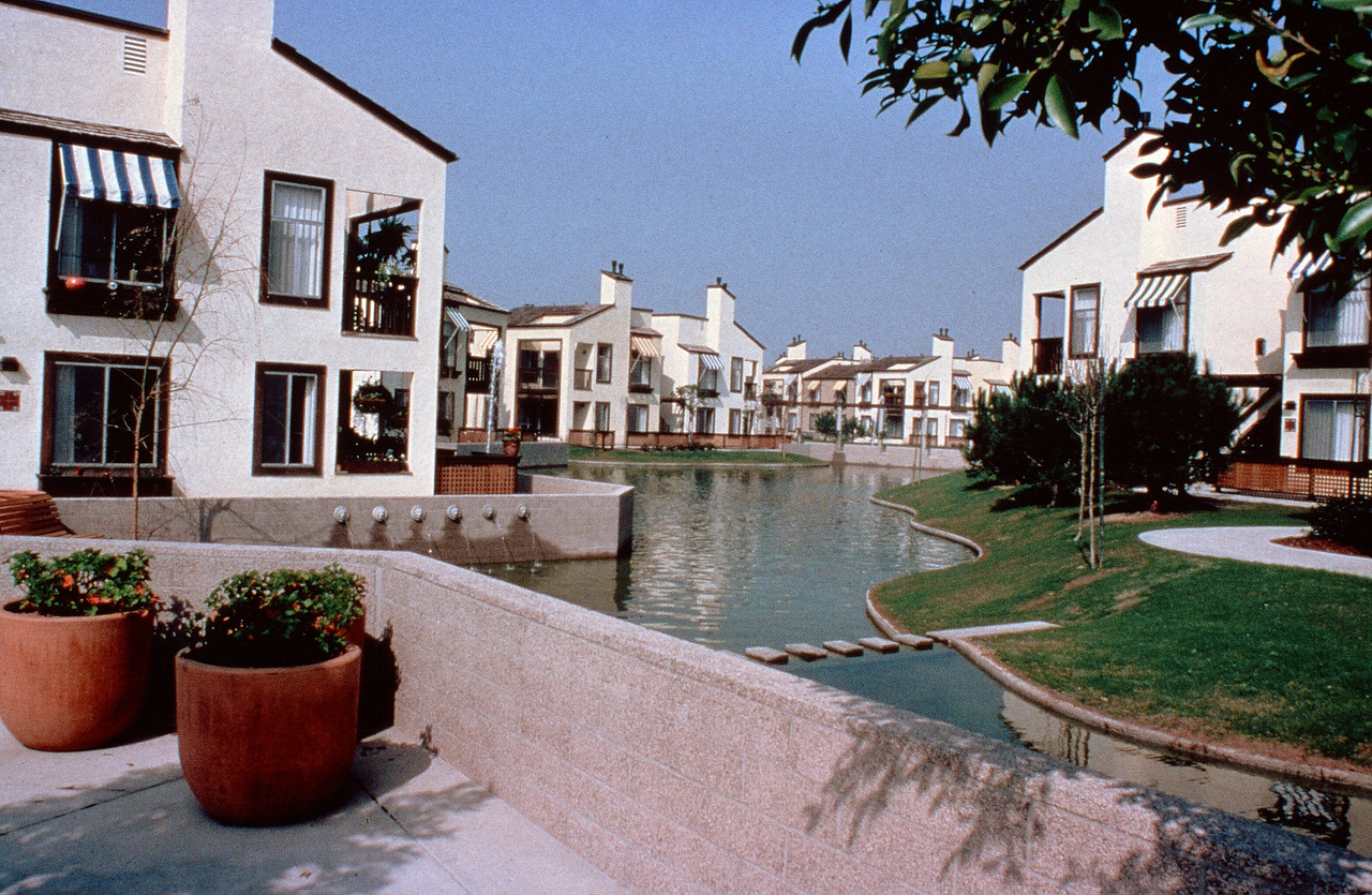 1981-XX-XX - TIC - Woodbridge - Lakeshore Villas
