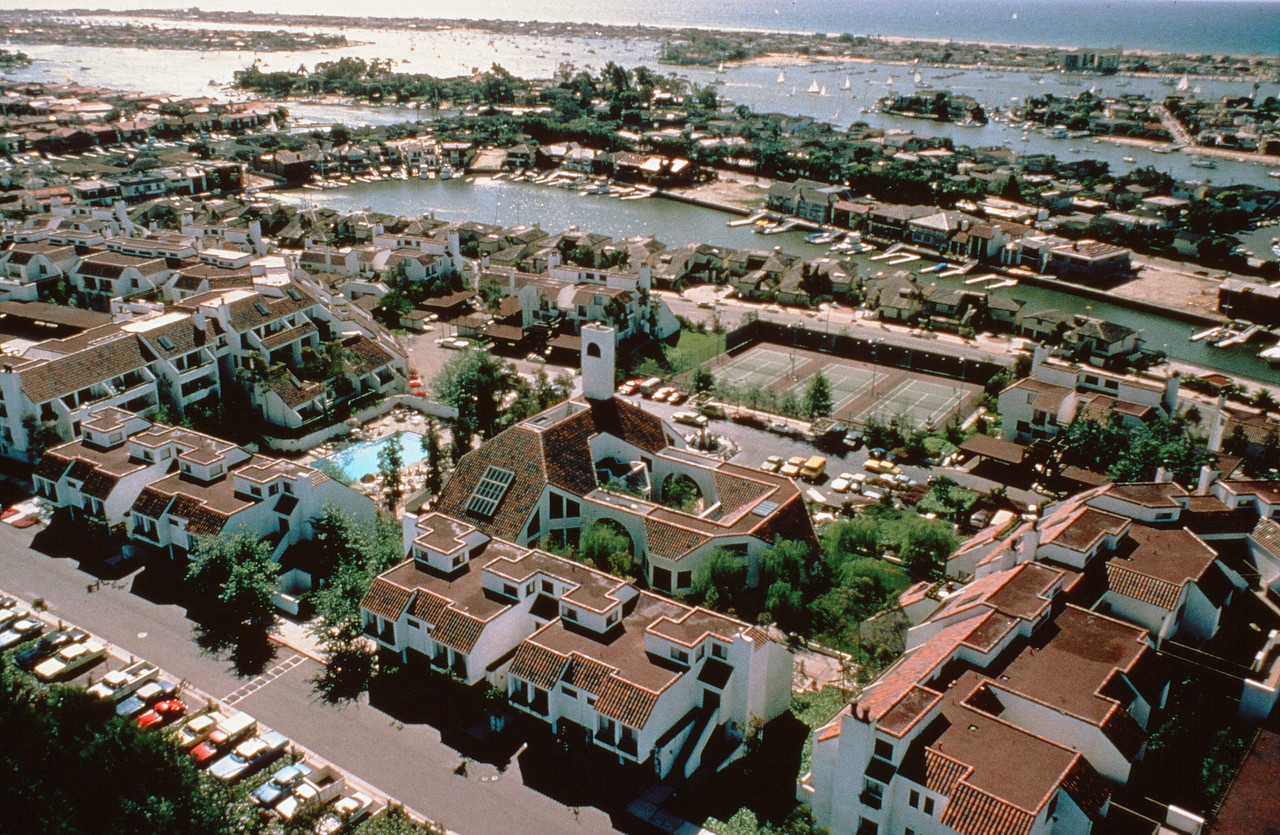 1978-XX-XX - TIC - Aerial view of Promontory Point and Newport Harbor in background