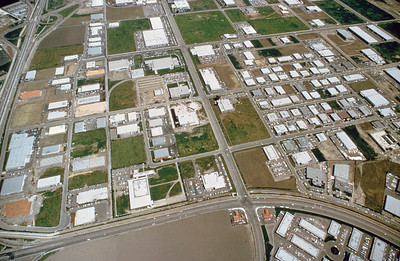197X-XX-XX - TIC - Aerial view of northern part of IIC from above MacArthur and Redhill