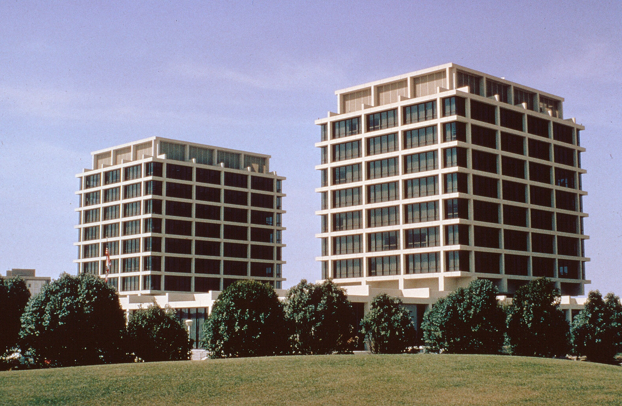 1978-XX-XX - TIC - Newport Center Twin Towers (500 and 550 Newport Center Drive)