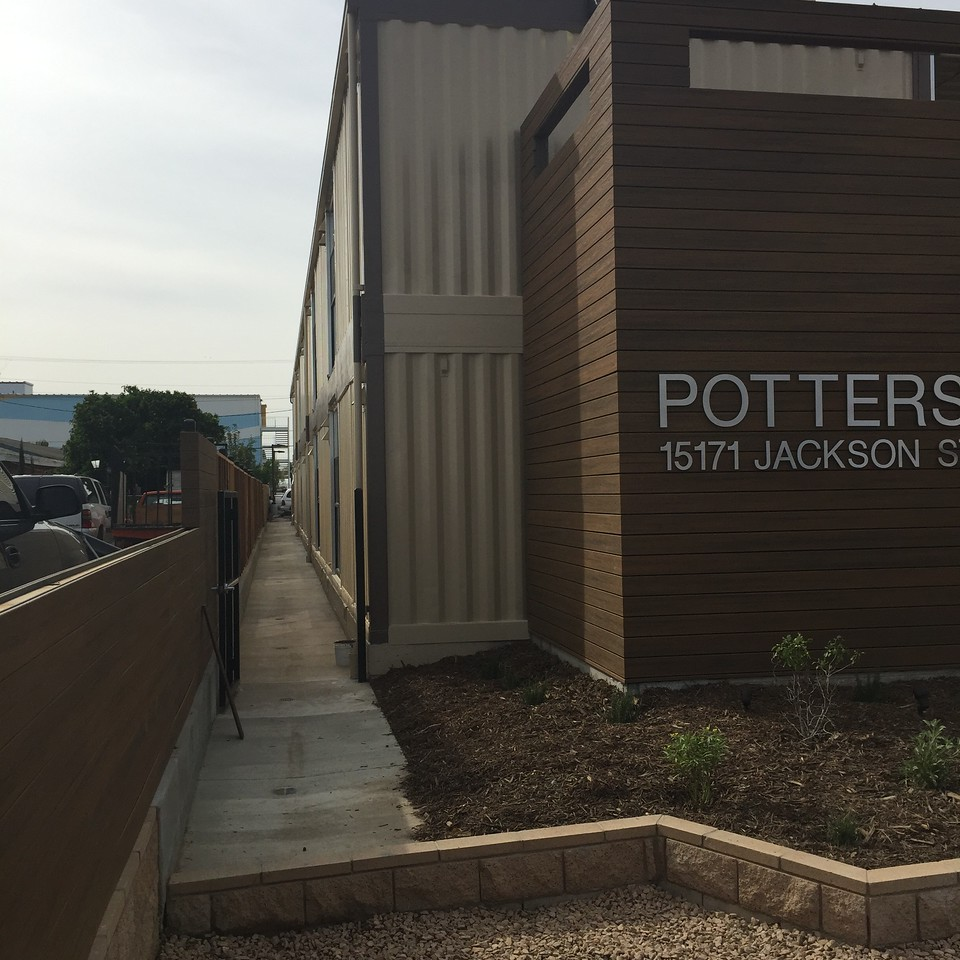 35 2017-03-10  Potters Lane In Midway City, CA, USA 28