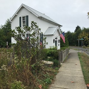 2017-09-08  Seabrook  House with a flag