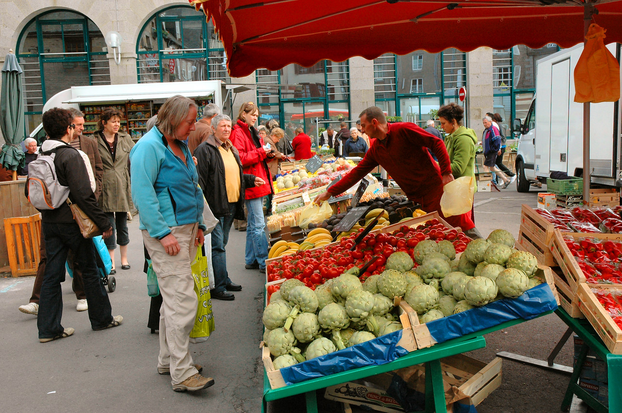 Avranches - Tomates au Marché - Judy ponders some mighty luscious looking tomatoes  (Yes, they did smell and taste as good as they looked!)