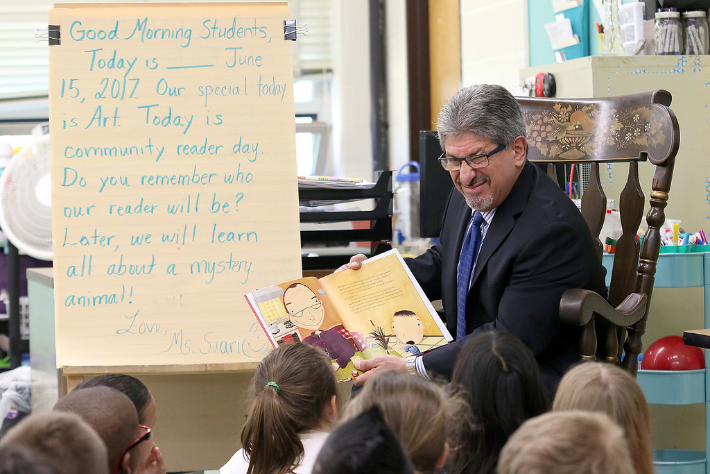 . Reingold Elementary School Community Reader Day was held on Thursday, June 15, 2017. Fitchburg Mayor Stephen DiNatale reads to Malanie Saari\'s second grade class during community reading day. SUN/JOHN LOVE