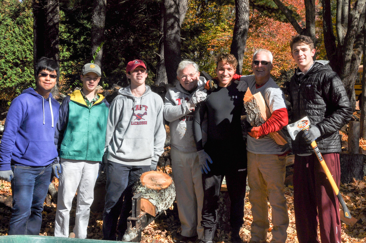 Taft students volunteer doing outdoor cleanup at Flander's Nature Center and Woodbury Yoga Center for Community Service Day.