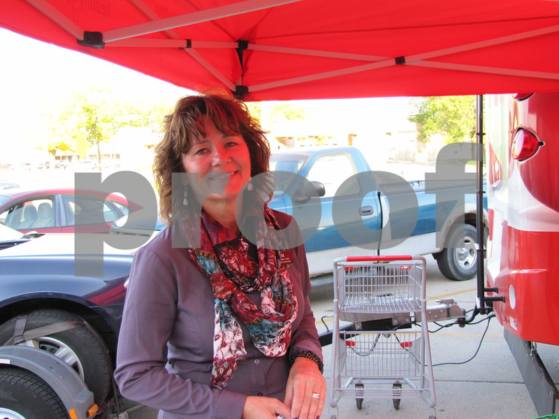 Kim Schaeffer of HyVee Drugstore registered walkers and runners for the evening event.