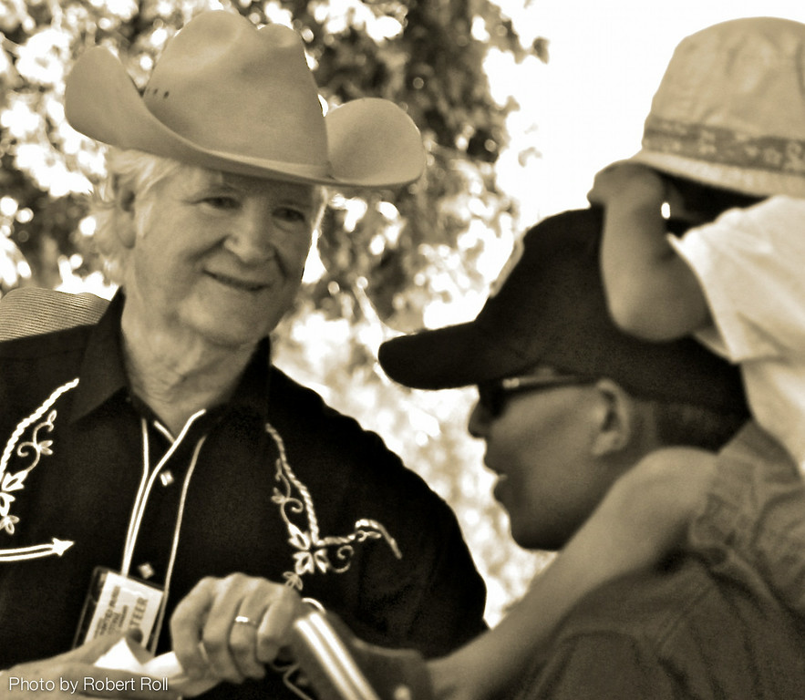Volunteer Tom Conway was the Good Guy in the White Hat as he distributed chili cups and utensils at the main entrance.  Volunteer Coordinator Carol Johnson recruited more than 130 big-hearted friends of the Camarillo Hospice to help out at the third annual country Music Festival and Chili Cookoff.