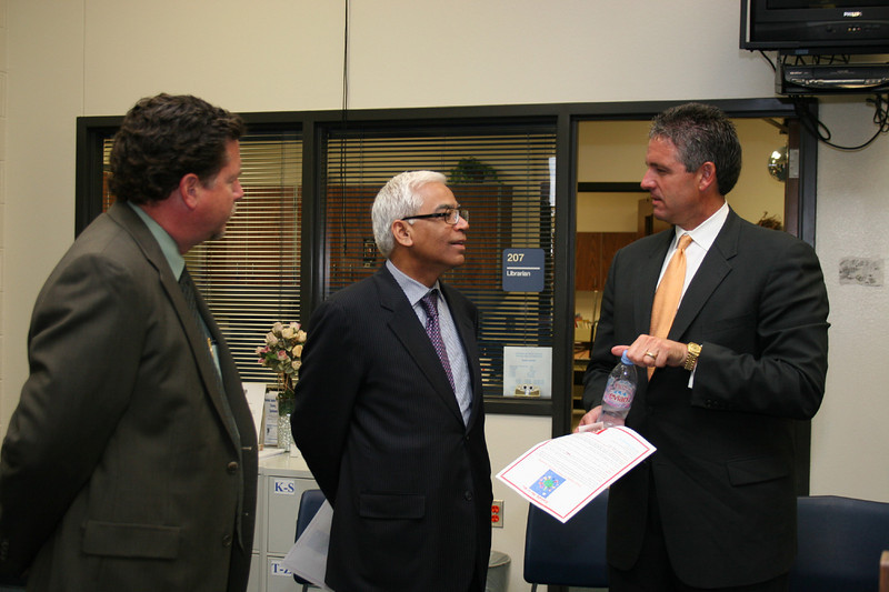 General Consul member and district officials have a conversation.
