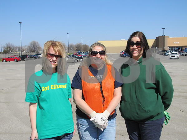 Volunteers Darci Nemmers, Vickie Reeck, and Kathy Lawler