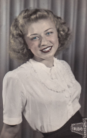Esther Hill (later Derr), 18 years old. Daugther of Milton J. and Gertrude (Strausser) Hill.