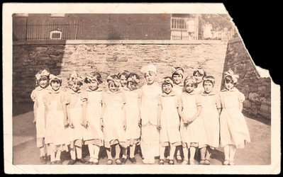back says: 1928. Allen, Ruth Humma, Ruth Sauser (?), June Cummins(?), Dorothy Moyer and Margie Albert. Can anyone identify who is who, know the year, school, etc.?
