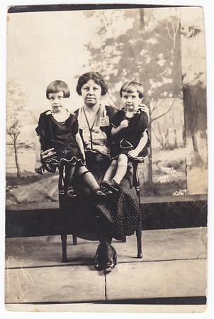 Verna Grace (later Johnston), Ida Estella 'Stella' (Wien) Humma and Ruth Elizabeth Humma (later Fisher).