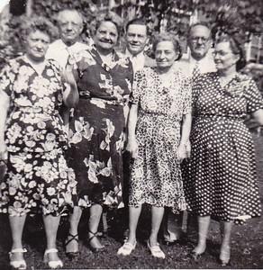 The Wien family: Bertha (Wien) Yoder, Clayton Wien, Stella (Wien) Humma, Harold Wien, Katie (Wien) Strouse, Stanley Wien and Ruth (Wien) Bortz. 1952.