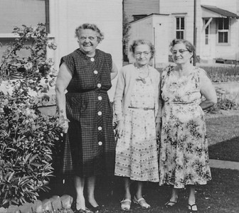 Wien sisters: Stella Humma, Katie Strouse and Ruth Bortz