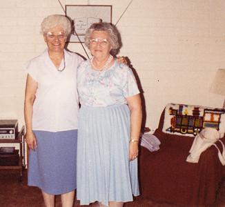 1989-05 Verna Johnston and Pearl (Wiest) Blado