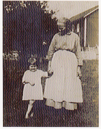 Vera (Naftzinger) Schrack with grandmother Mary Jane (Kauffman) Naftzinger, 1922