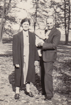 Joseph & Molly (Henne) Naftzinger, holding Wayne Schrack, Jr., in the Poconos
