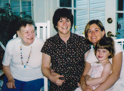4 generations: Aiice, Pat, Pam, Natalie age 3. May 2004.