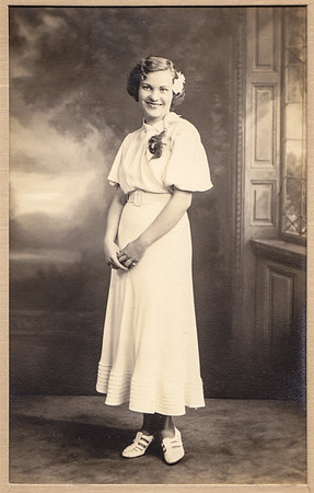 Pat's mom, Alice Rose (Mertens) Eckerdt, estimated around 20 years old.