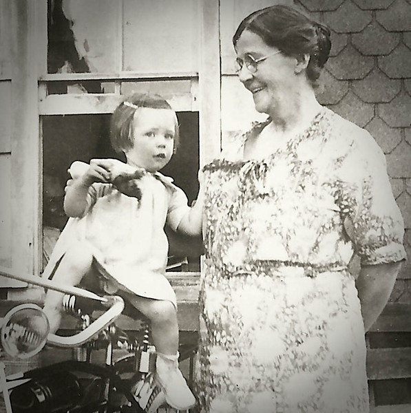 Marian Werner (later Humma) with her grandmother Lulu (Whitman) Yeich.