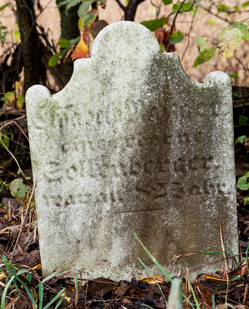 Sollenberger tombstone.  This is next to the grave of Matheis Nafzger.  Records show his wife as Elizabeth Schollenberger (b. 1745, d. 1828). However, I do not see anything that looks like 'Elizabeth' on this tombstone.  Can anyone decipher the other text?  (Naftzinger family burial).