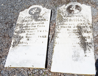 (left) Anna Lang... April 25, 1815 - August 28, 1862 ...  and (right) Amilia ... Maria ... 1845 - 1862...