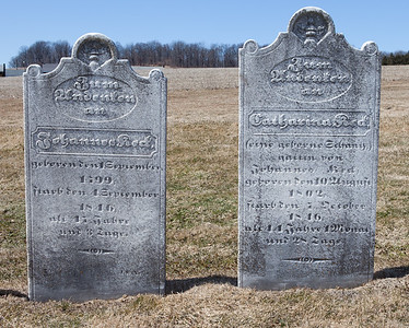 Left stone: Johannes Red(?), Sept 1, 1799 - Sept 4, 1846.  Right stone: Catharina Red(?), Aug 10, 1802 - Oct 7, 1846.