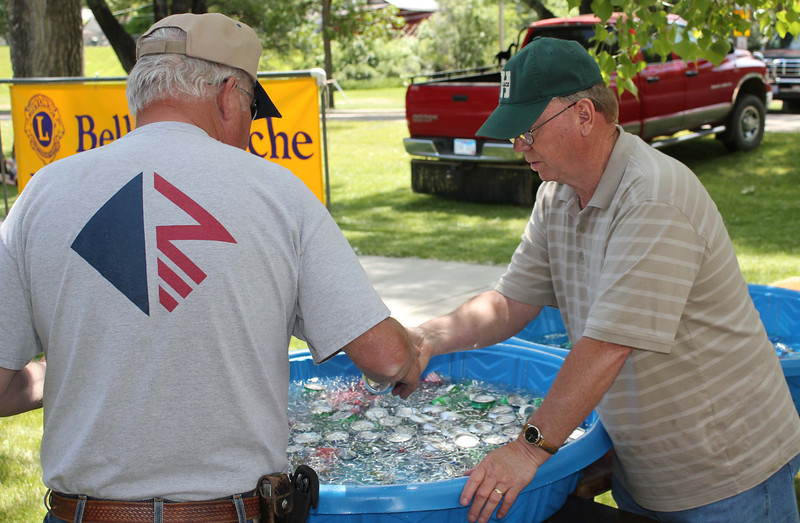 Lion Bob Tipton (right) served up sodas, pop, and soft drinks.  Now that we're thoroughly confused, Bob, how about a bottle of water?