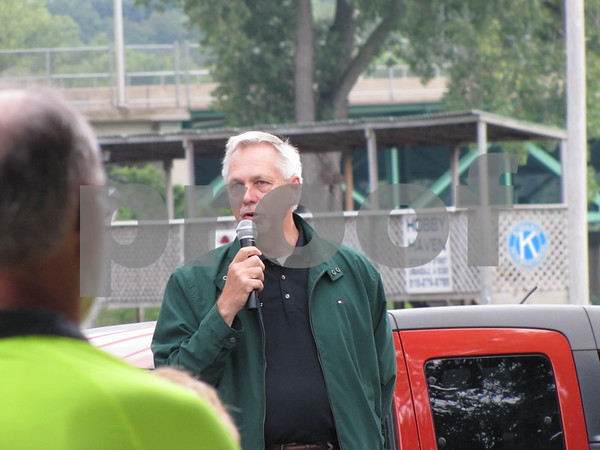 Dennis Plautz of the Fort Dodge Growth Alliance spoke to the crowd before the ribbon cutting.