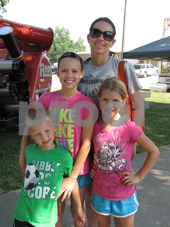Melissa Davis with Aubray, Maia, and Gavin.