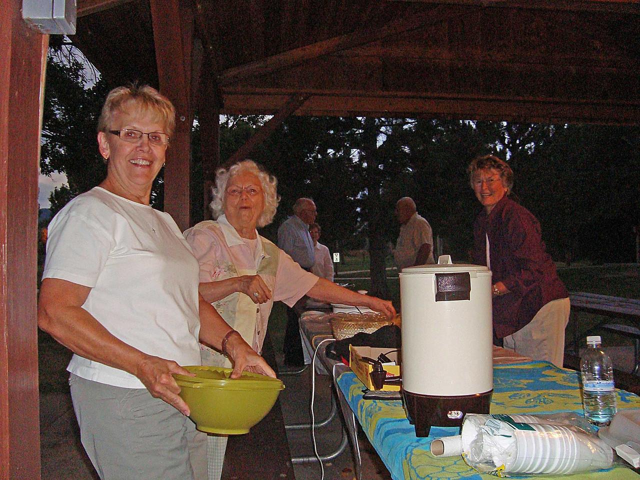 Karen Miller, Jackie Marousek and Yvonne Bender.  Looks like Paul Dingeman and Ray Bender in the background.