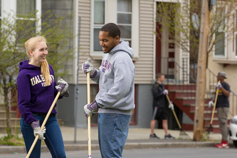 stock images of UAlbany students cleaning up downtown Albany neighborhood as part of community service.  Photographer: Paul Miller